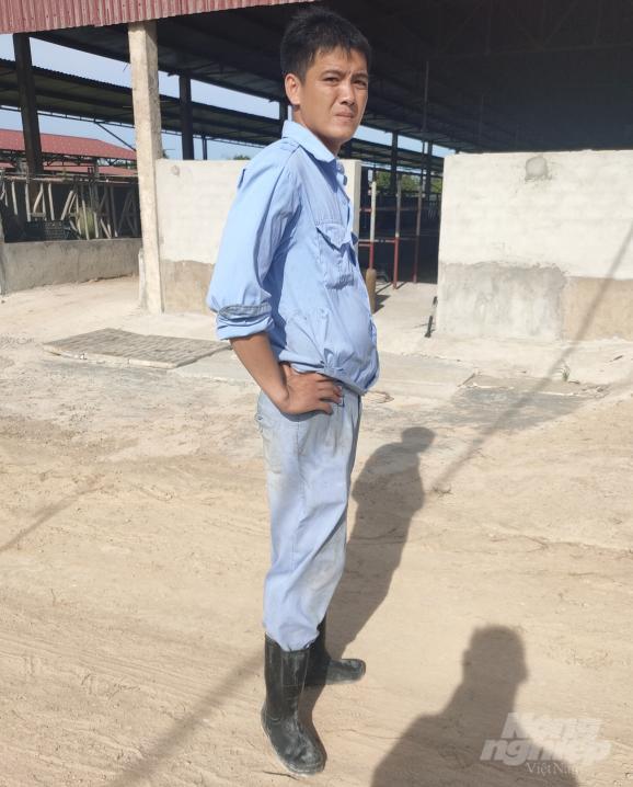 Người của Công ty Khánh Giang không cho chúng tôi vào gặp người có trách nhiệm để làm việc. Ảnh: Tiến Phương